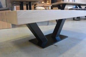 In onze werkplaat wordt deze V poot salontafel in elke maat gemaakt