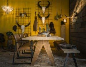 Eettafel met houten poten