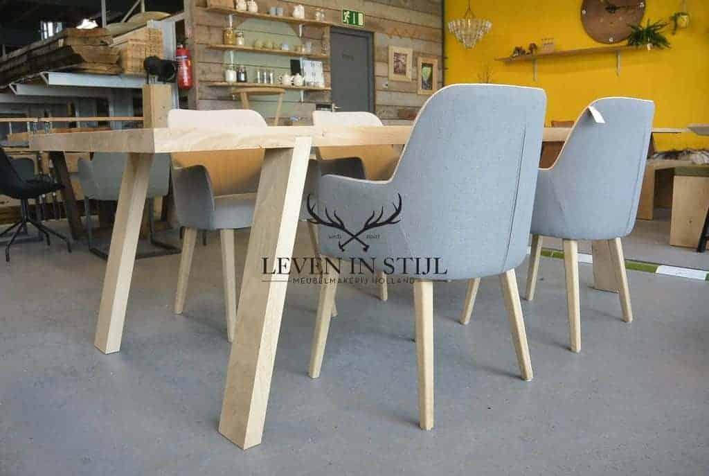 massieve-tafel-uit-onze-werkplaats-in-alkmaar-leven-in-stijl-meubelmakerij-maakt-deze-strakke-eiken-tafel-voor-u-in-elke-afmeting