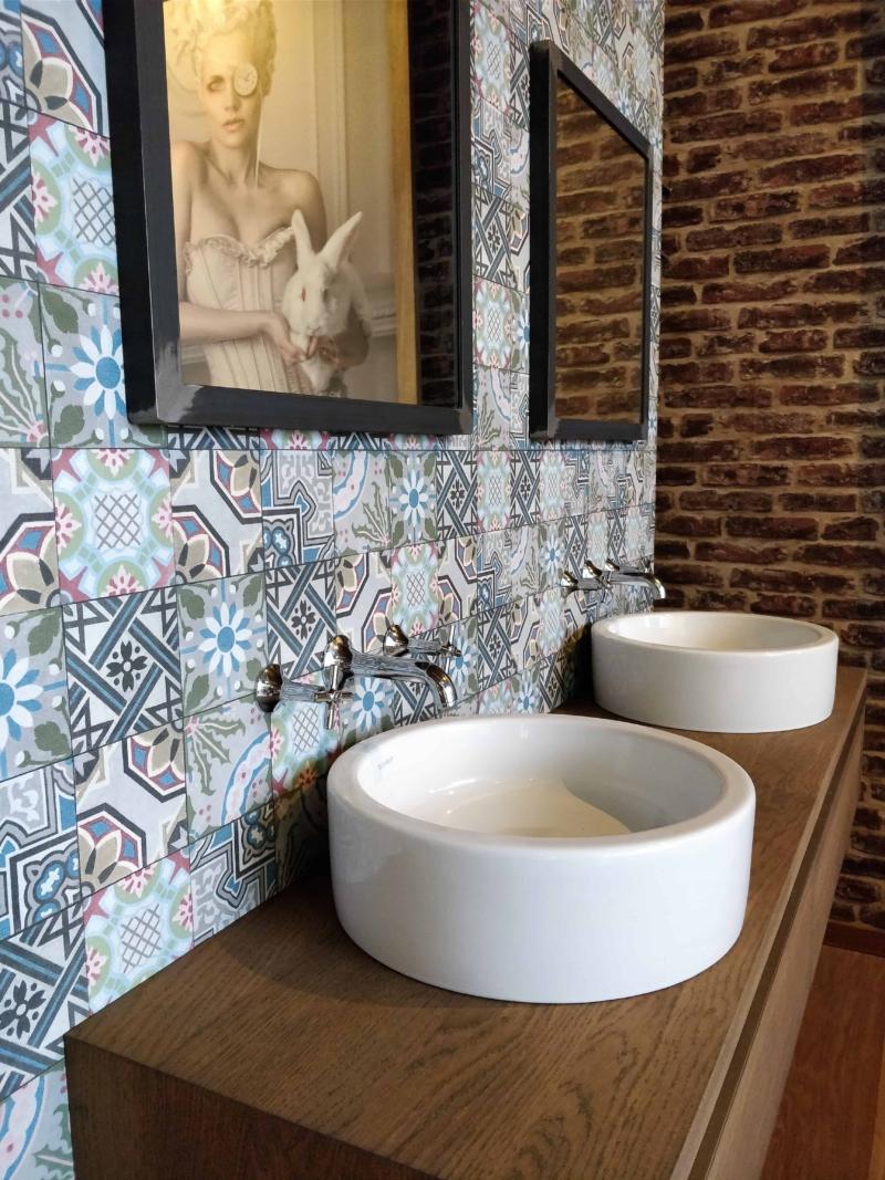 Badkamermeubel en industriële spiegel