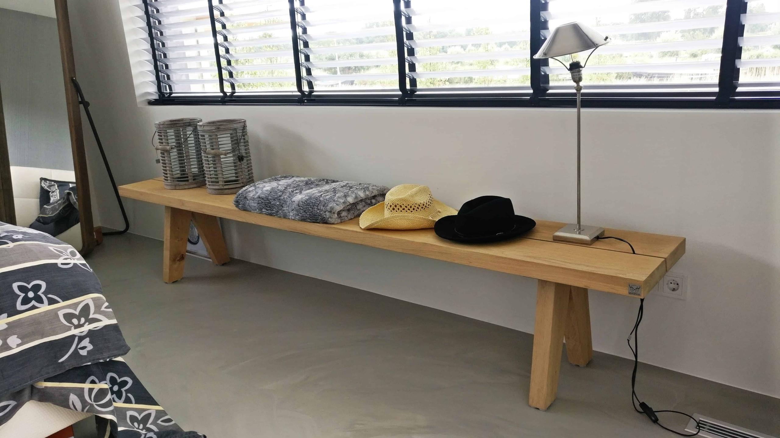 Maatwerk houten bank met houten poot