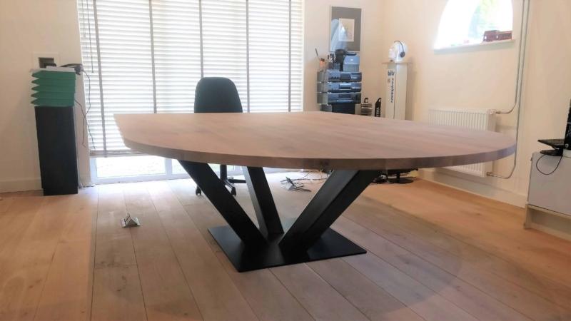 Maatwerk bureau en vergadertafel