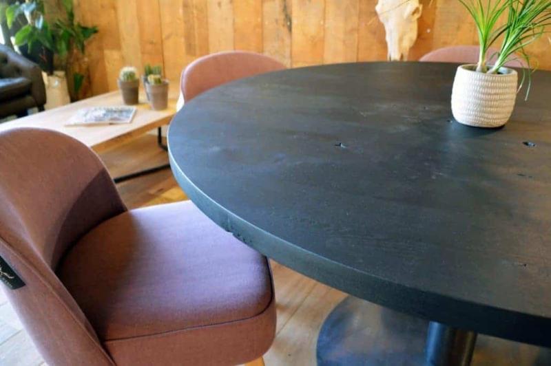 Zwarte tafel eikenhout