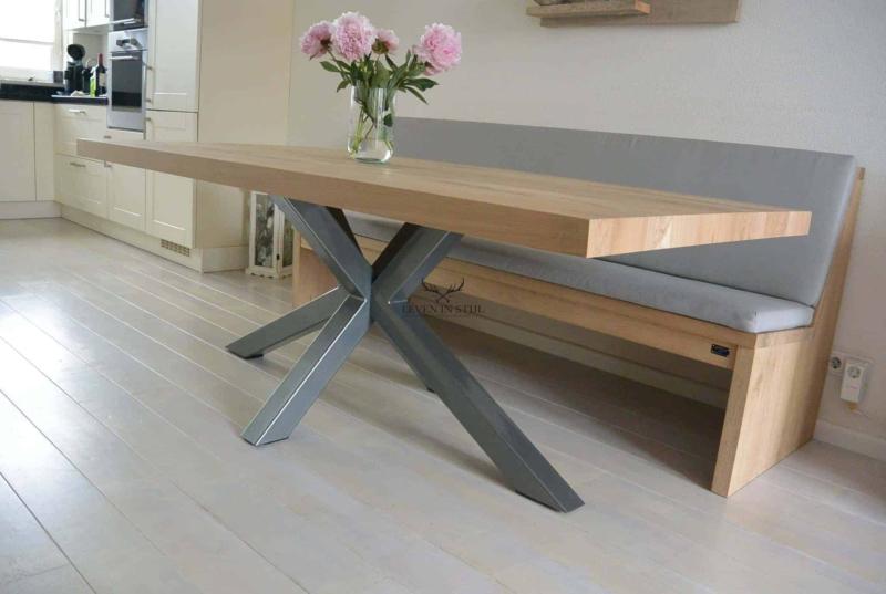 Design keukentafel met stalen onderstel