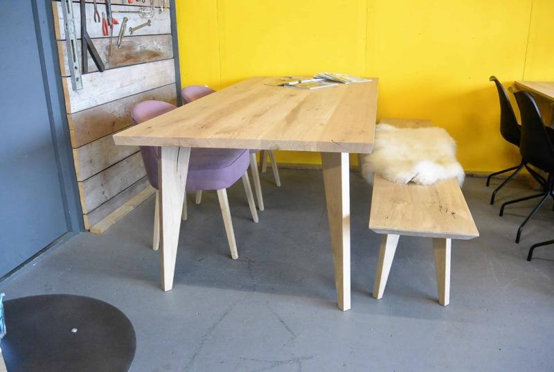 Eiken tafel op maat met houten poot