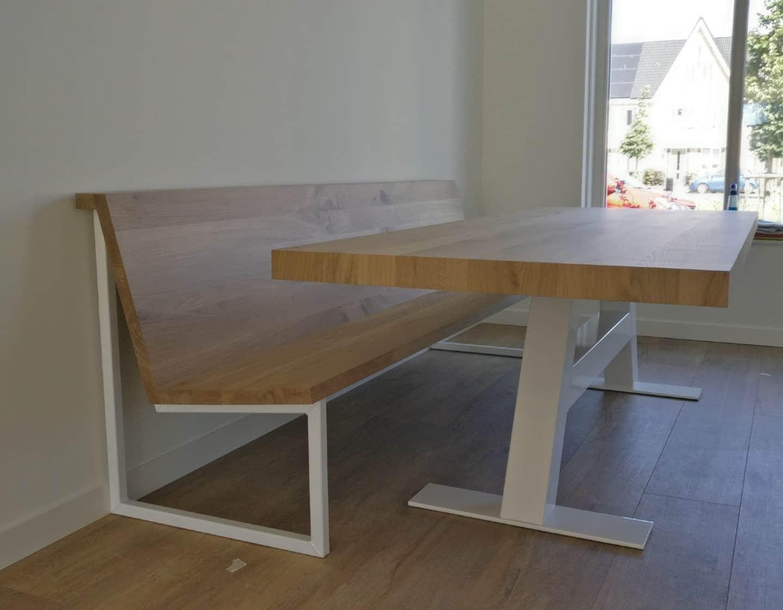 Eettafel met A-poot in het wit