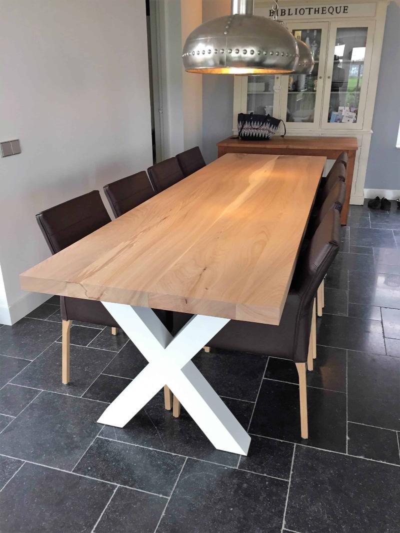 Iepenhouten keukentafel witte houten poot