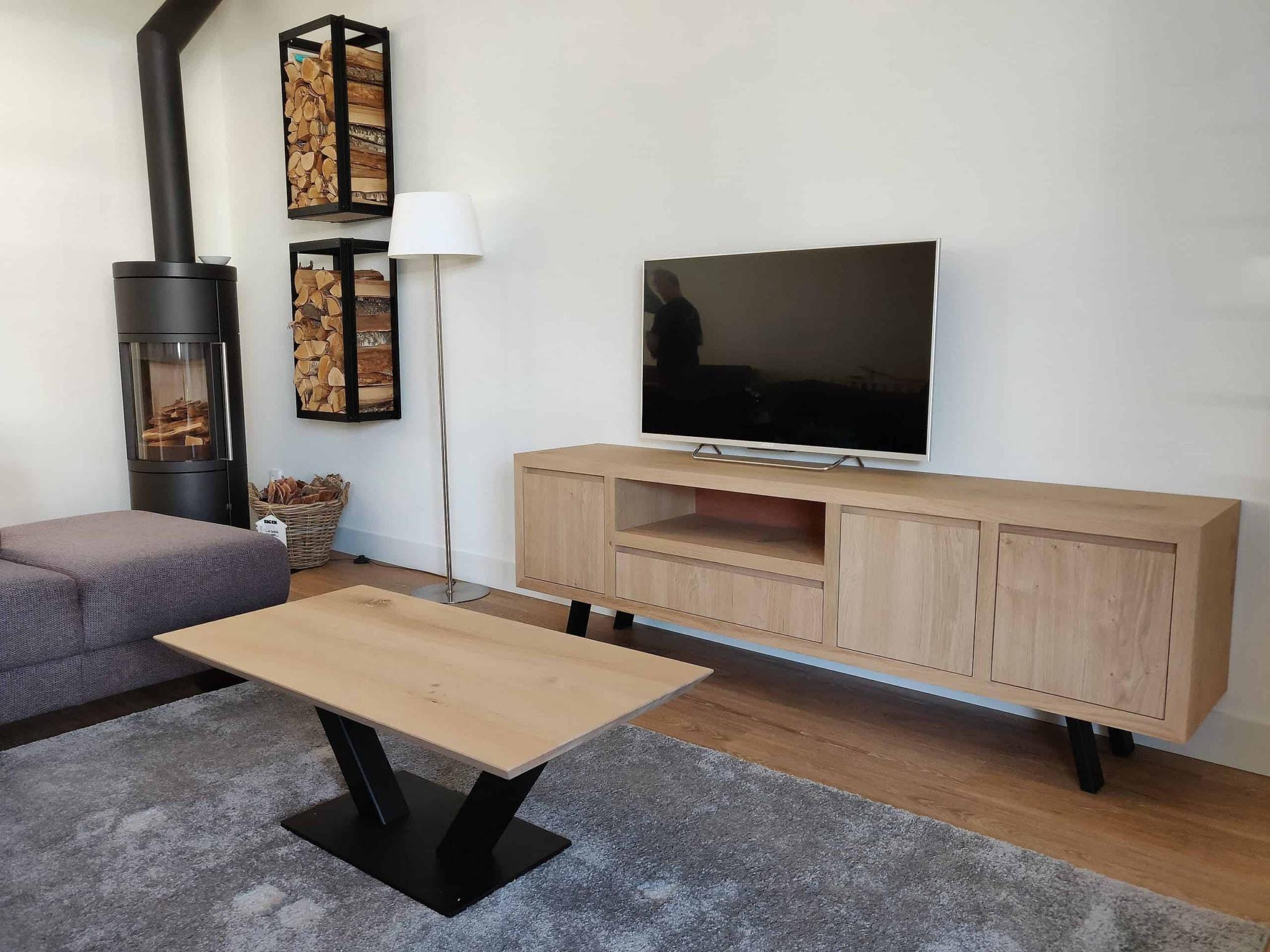TV meubel eikenhout op pootjes of zwevend