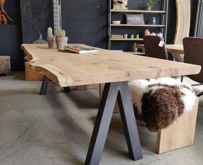 boomstamtafel met stalen poot eettafel tafel keukentafel uniek bijzonder maatwerk boom eiken eik meubelmaker alkmaar leven in stijl m