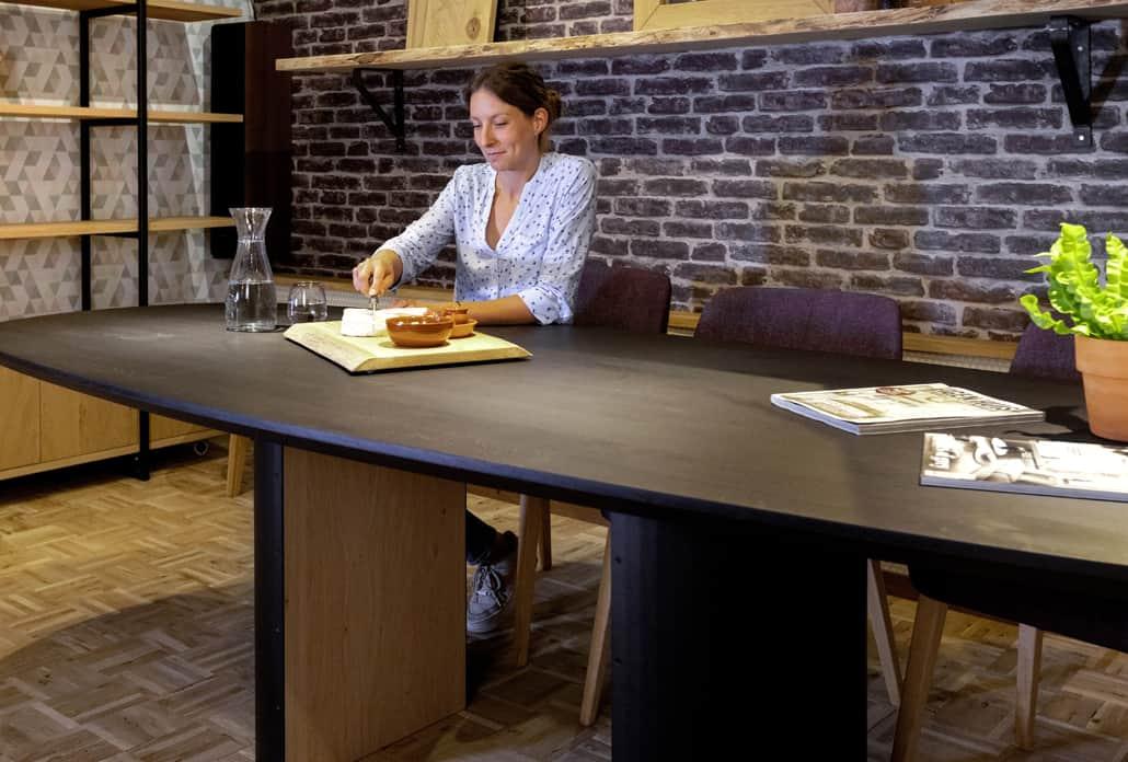 Showroom met maatwerk tafels kasten en meubelen van Leven in Stijl meubelmaker Alkmaar kom langs voor een bezoek en persoonlijk advies