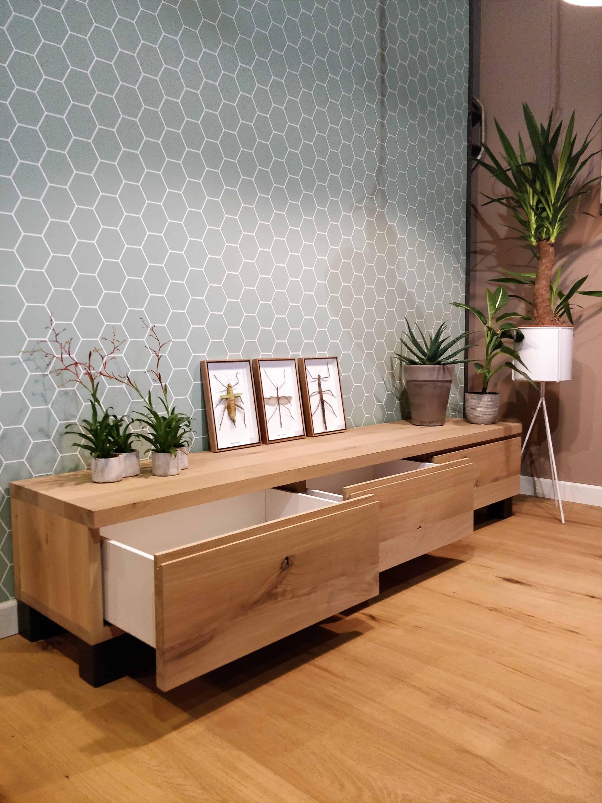 Houten TV meubel op maat gemaakt met lade's