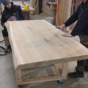 Van een Boomstam een massieve tafel laten maken