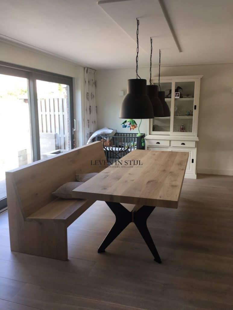 Prachtige eikenhout tafel met vlinderpoten in een landelijk of modern interieur