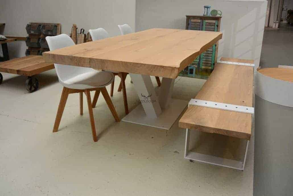 De zwevende tafel boomstam zal nooit vervelen en door de poot in het midden kunt u rondom altijd stoelen plaatsen
