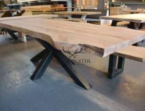 Stoere tafel ! massief, ruig & industrieel