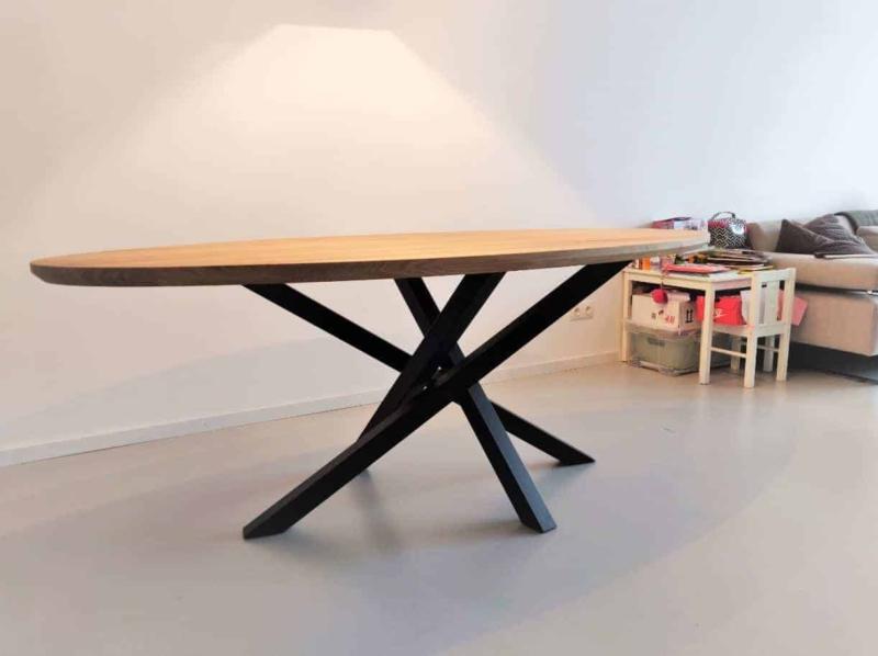 Eiken ovale tafel