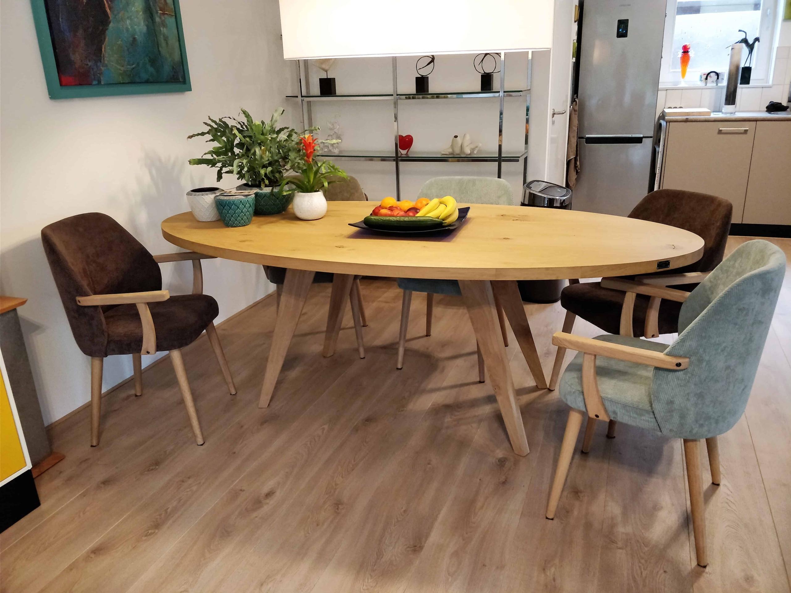 Ovale tafel houten poten