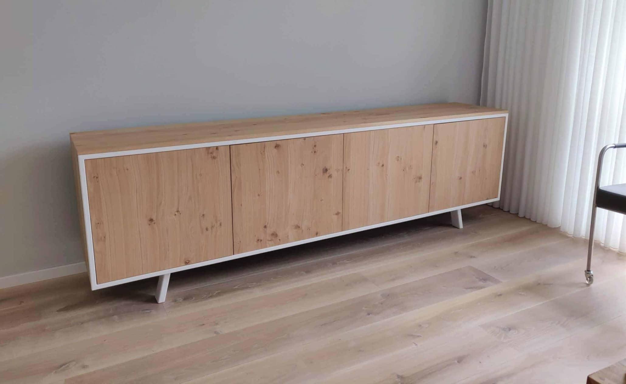 Tv meubel in stalen frame